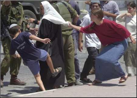 israeli-children-attacking-arab-woman